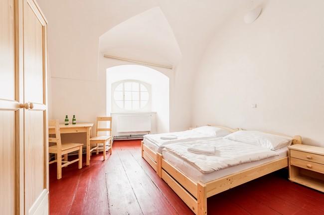 Spánek v mnišských celách